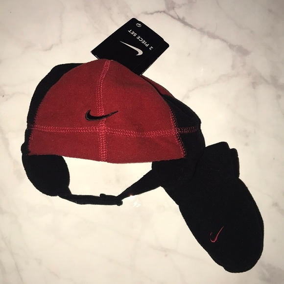 4e57026888d46 Baby Nike Hat and Mitten Set